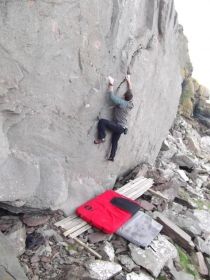 Jonny Lowes bouldering at the Ness of Sound
